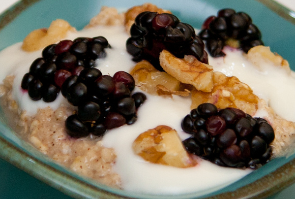 cold oatmeal berries image
